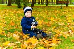 有照相机的滑稽的孩子 图库摄影