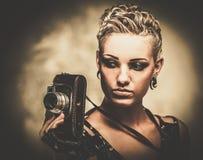 有照相机的Steampunk女孩 免版税库存图片