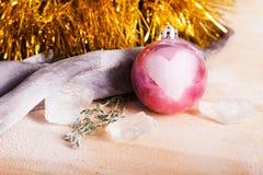 有爱标志的圣诞节玩具 免版税库存图片