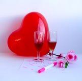 有爱的声明的一个红色气球 免版税库存照片