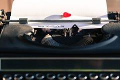 有爱的词的老打字机 库存照片