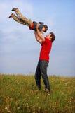 有父亲的乐趣儿子 免版税库存照片