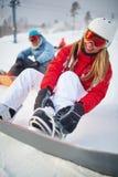 有父亲的乐趣重新创建溜冰场儿子冬天 库存照片