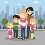 有父母、三个孩子和babyborn的幸福家庭在城市 皇族释放例证