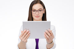 有片剂个人计算机的女实业家 免版税库存图片