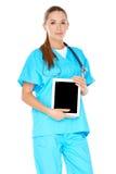 有片剂个人计算机的女性医生 免版税图库摄影