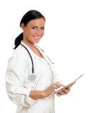 有片剂个人计算机的微笑的医生。 免版税库存图片