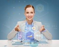 有片剂个人计算机的微笑的女实业家 库存照片