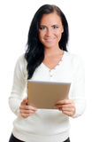 有片剂个人计算机的微笑的妇女。 库存照片