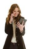 有片剂电话的美丽的女实业家 图库摄影