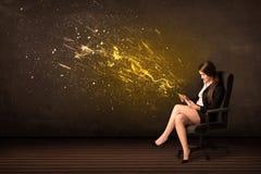 有片剂的女实业家和在背景的能量爆炸 免版税库存照片