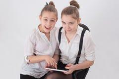 有片剂的青少年的女孩 库存照片