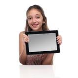有片剂计算机的美丽的青春期前的女孩 库存图片