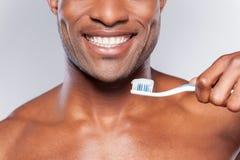 有牙刷的人。 免版税库存照片