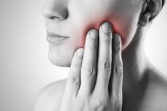 有牙痛的人 在人体的痛苦 库存照片