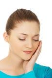 有牙痛的青少年的妇女 免版税库存照片