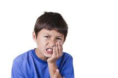 有牙痛的年轻男孩 库存照片