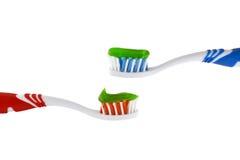 有牙膏的两把牙刷 免版税库存图片