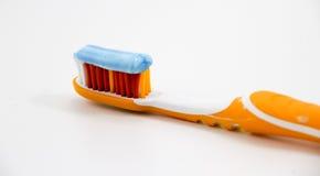 有牙膏的牙刷 免版税库存图片