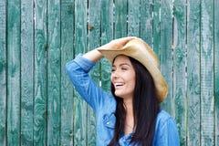 有牛仔帽的笑的妇女 免版税库存照片