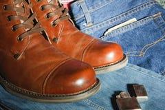 有牛仔裤的鞋子 免版税库存照片