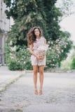 有牡丹花束的美丽的女孩  免版税图库摄影