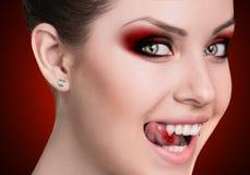 有犬齿的吸血鬼妇女 免版税库存照片
