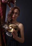 有狂欢节面具的妇女 免版税库存照片