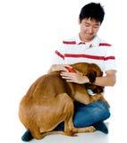 有狗的人 免版税库存图片