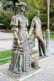 有狗的夫人 对安东・帕夫洛维奇・契诃夫的纪念碑在雅尔塔 库存照片
