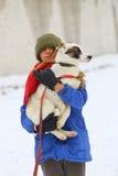 有狗的女孩在冬天公园 免版税库存照片