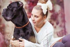 有狗的女孩 库存照片