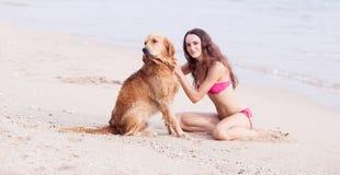 有狗的妇女 免版税图库摄影