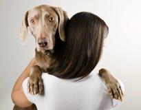 有狗的少妇 免版税图库摄影