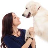 有狗的美丽的少妇 免版税图库摄影
