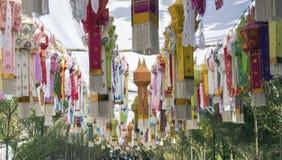 有独特的灯笼的装饰拱道在北泰国 免版税图库摄影