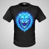 有狮子印刷品的男性T恤杉。 库存图片