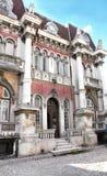 有狮子的康斯坦察罗马尼亚议院 免版税库存图片