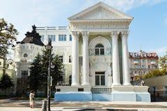 有狮子的议院在Pyatnitskaya街道莫斯科上 免版税库存图片