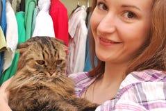 有猫的妇女 图库摄影