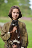 有猫的年轻美丽的女孩 库存照片