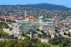 有王宫和马赛厄斯教会的布达城堡在布达佩斯 免版税库存图片