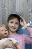 有玩偶的女孩 库存图片