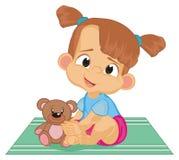 有玩具熊的女婴 皇族释放例证