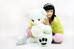 有玩具熊的女孩 库存图片
