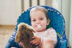 有玩具的微笑的女婴 免版税图库摄影