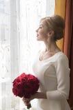 有玫瑰的新娘 免版税库存图片