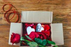 有玫瑰的箱子 图库摄影