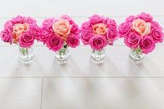 有玫瑰的花瓶 免版税库存照片
