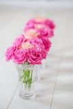 有玫瑰的花瓶 库存照片